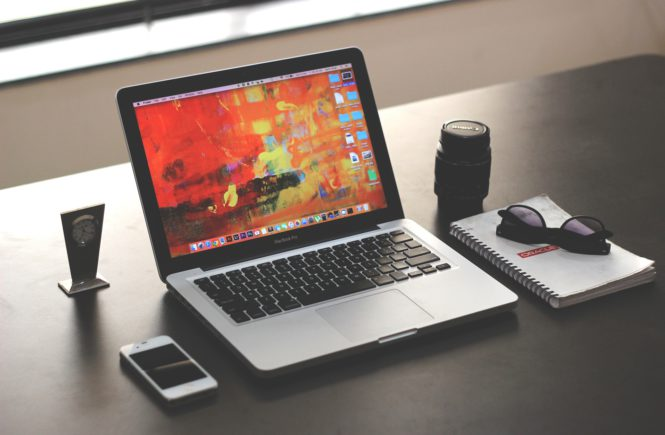 Business Macbook Table set-up