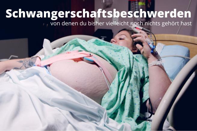 Schwangere Frau am CTG im Krankenhaus in Robe